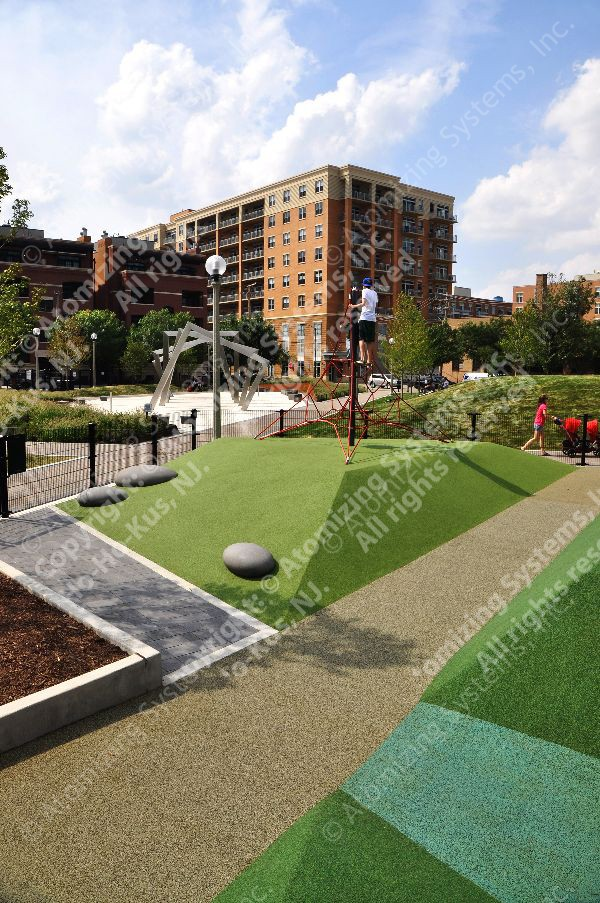 Chestnut Street Park renovation Project in Chicago, Illinois. Installed by Fountain Technologies Ltd. Courtesy of Fountain Technologies Ltd.